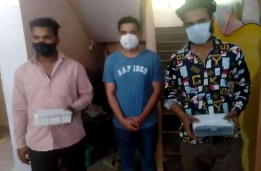 रेमडेसिवीर इंजेक्शन की कालाबाजारी कर रहे डॉक्टर सहित तीन लोग गिरफ्तार