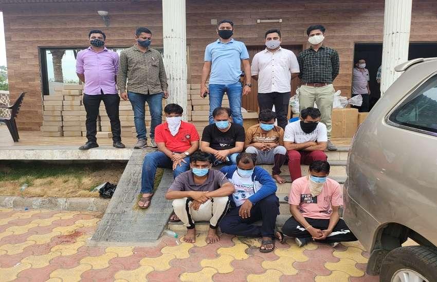 गुजरात: नकली रेमडेसिविर बनाने का पर्दाफाश, ६ को पकड़ा, ३३७१ नकली इंजेक्शन और ९० लाख की नकदी जब्त