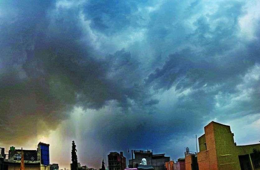 प्यासी धरती की 'फ्रेंड रिक्वेस्ट' पर बादलों ने लिखा 'नॉट एक्सेप्ट'
