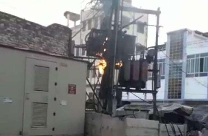 फर्नीचर गोदाम और ट्रांसफार्मर में आग