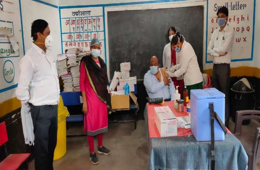 वैक्सीनेशन के लिए वर्गीकरण से लोगों में नाराजगी