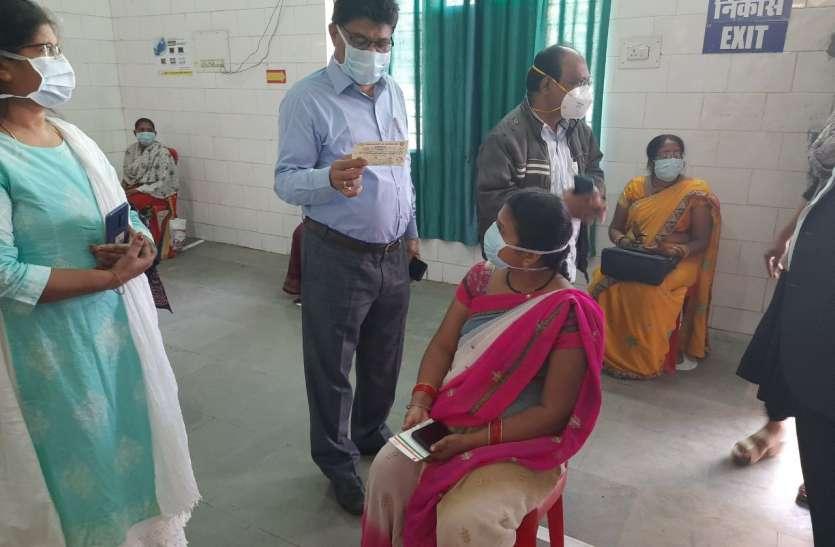 Breaking news सीएमएचओ पद पर बने रहेंगे डॉक्टर गंभीर सिंह ठाकुर