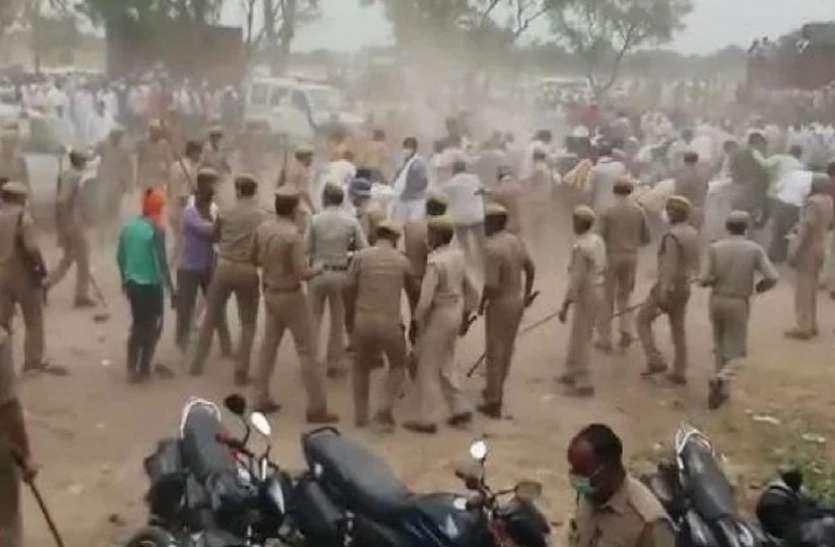 मतगणना केंद्र पर लगी भीड़ हटाने के लिए पुलिस ने भांजी लाठियां