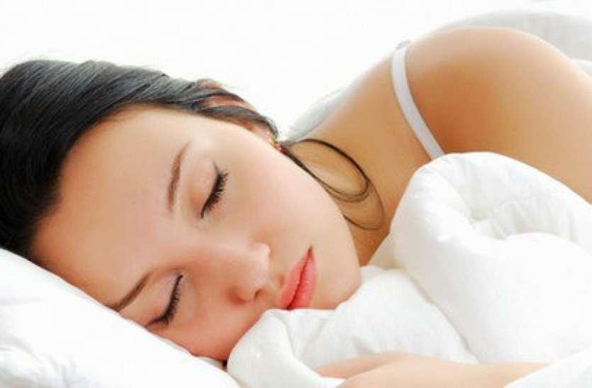 सोने से पहले नहीं करें यह भूल, नहीं तो टूट जाएगी आंखों की नींद