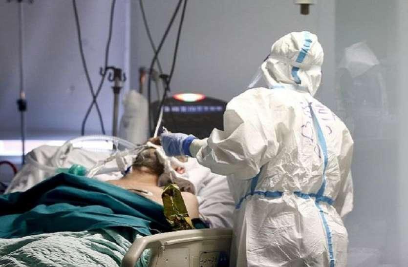 Covid-19 पिता की उखड़ती सांस को देख बीमार बेटे ने छोड़ दिया अपना बेड, पिता की हालत गंभीर