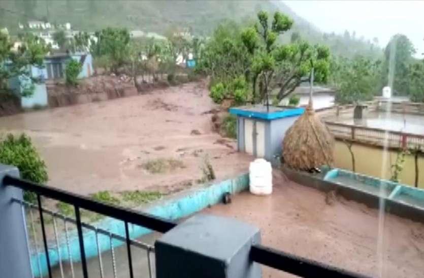 उत्तराखंड: रुद्रप्रयाग जिले में दो जगहों पर फटा बादल, मौके पर पहुंची राहत बचाव की टीम