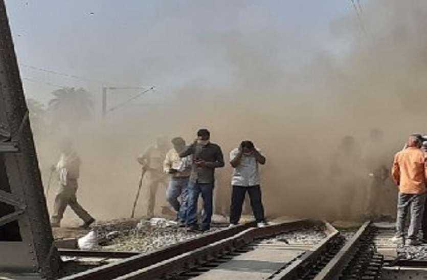 रेलवे अंडरपास निर्माण के दौरान मिट्टी धंसी, एक की मौत