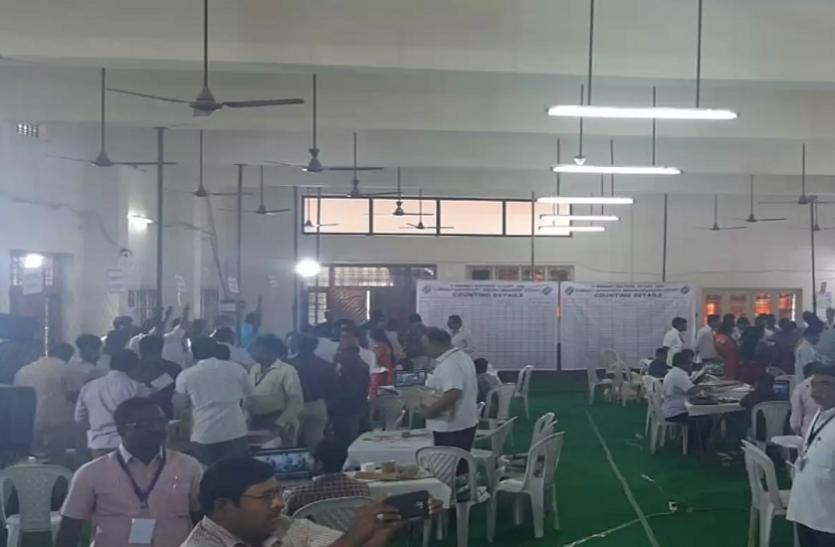 Telangana Municipal Election Results 2021: सात शहरी स्थानीय निकाय के 248 वार्डों के लिए मतगणना जारी