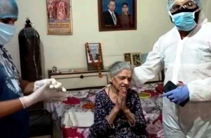 कोरोना में रिश्ते शर्मसार: बूढ़ी मां को कमरे में बंद कर भाग गए बेटा और बहू