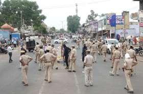 पुलिस ने निजी वाहनों को जब्त कर लगाया जुर्माना