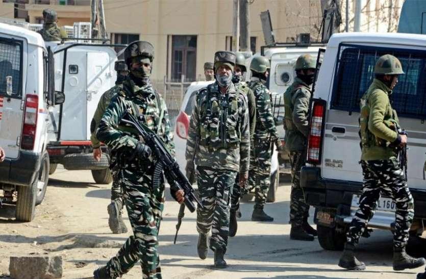 कश्मीर में आतंकियों और सुरक्षाबलों के बीच मुठभेड़ में तीन आतंकी ढेर, सर्च ऑपरेशन जारी