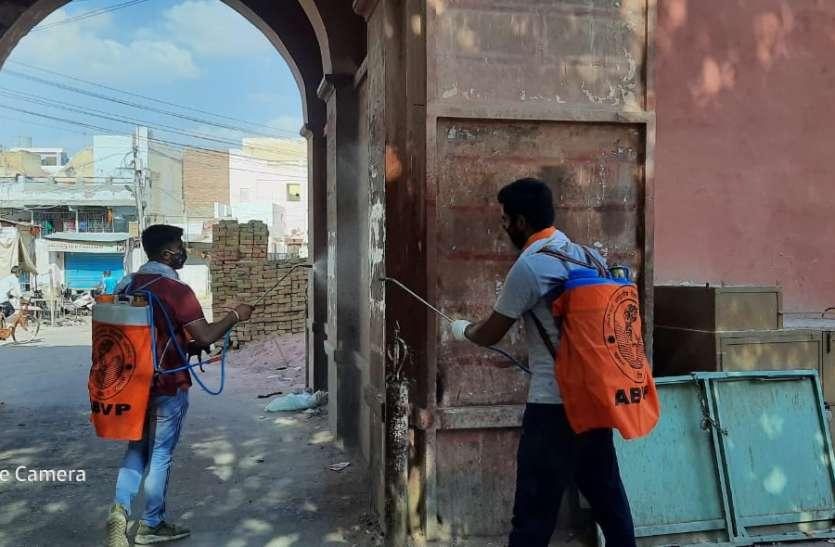 एबीवीपी ने किया शहर के विभिन्न स्थानों में सेनिटाइजर