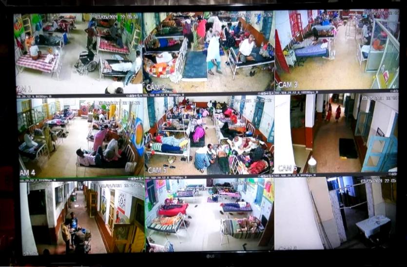 जिला अस्पताल में लगाई गई LED, अब HD स्क्रीन पर परिजन रख रहे अपने मरीज पर नजर