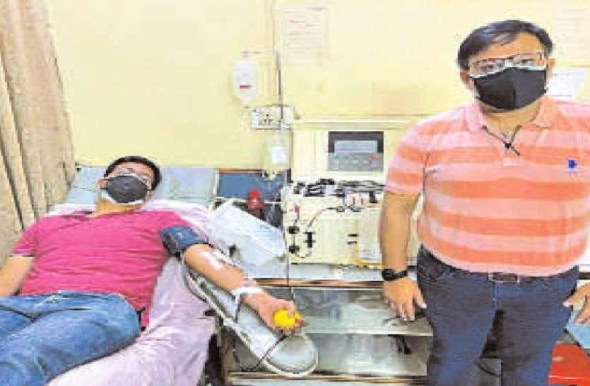 किट आते ही पहले दिन संक्रमित मरीजों की जान बचाने 10 लोगों ने दिया प्लाज्मा