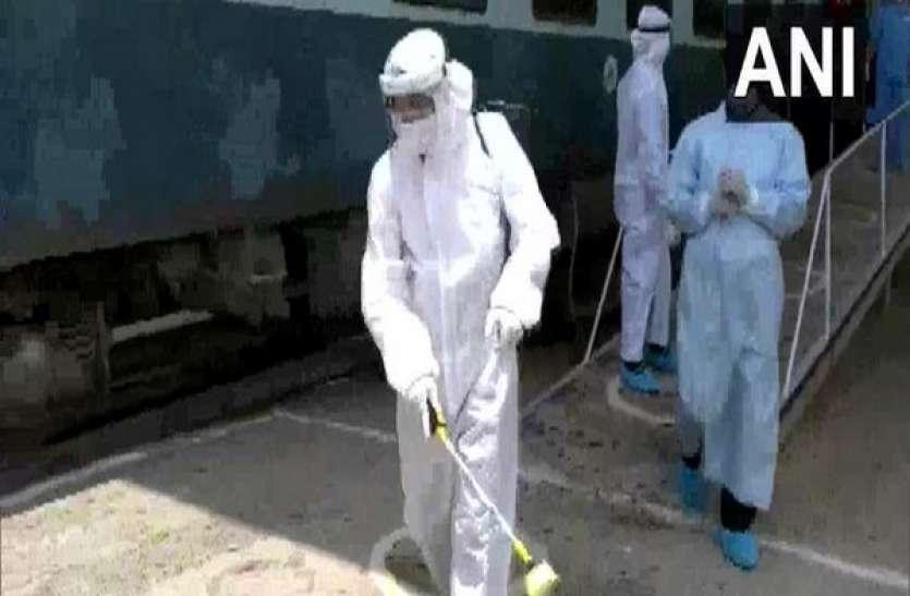दिल्ली में कोरोना संक्रमण के मामलों में आई मामूली गिरावट, बीते 24 घंटे में 311 की मौत