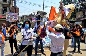 एबीवीपी कार्यकर्ताओं ने पश्चिम बंगाल में हिंसा को लेकर राष्ट्रपति शासन की मांग