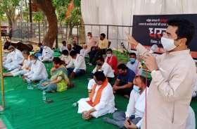 कोरोना कफ्र्यू में भी बंगाल की हिंसा पर भाजपा ने दिया धरना, कांग्रेस ने जताया विरोध