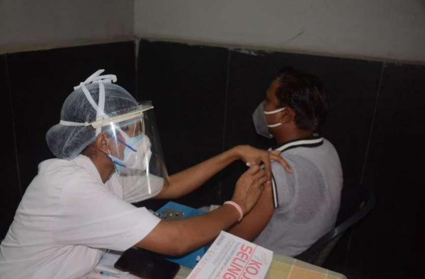 छत्तीसगढ़ में 5 दिन बाद 18 प्लस के टीकाकरण पर रोक