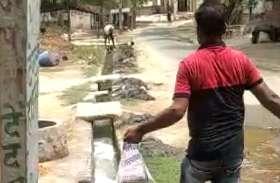 नवनिर्वाचित ग्राम प्रधान ने गांव की नालियों की सफाई के साथ कराया सैनिटाइज, दिया संदेश