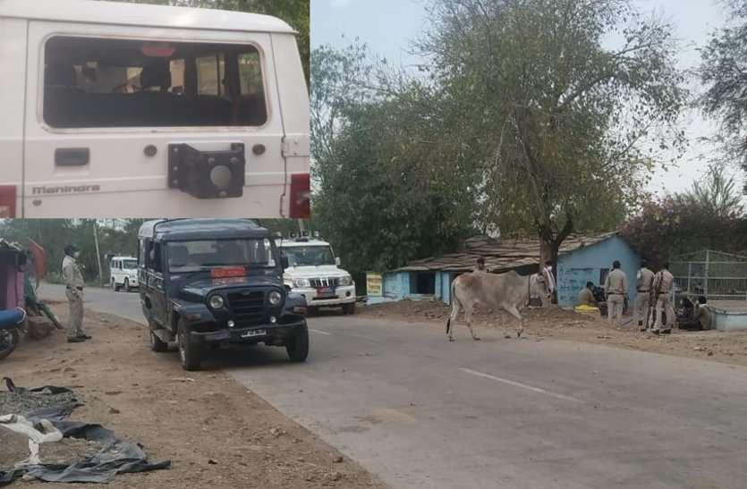 ग्रामीणों ने किया पुलिस पर पथराव, आरक्षक हुए घायल, पांच गिरफ्तार