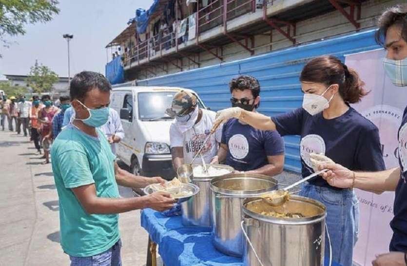जरुरतमंदों को खाना खिलाते हुए एक्ट्रेस ने शेयर की तस्वीरें, मदद के लिए लॉन्च किया 'योलो' फाउंडेशन