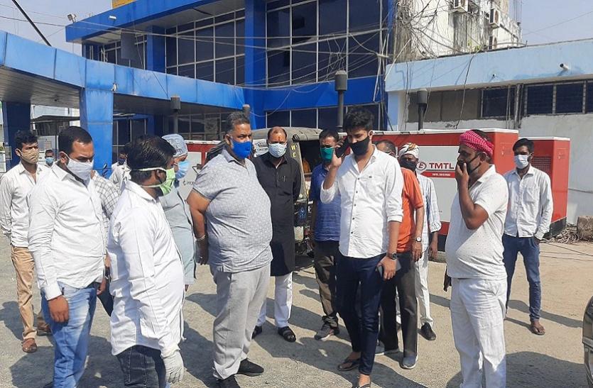 कोरोना से हाहाकार के बीच भाजपा नेता के प्लॉट में खड़ी मिलीं इतनी एंबुलेंस, पप्पू यादव ने खोला मोर्चा