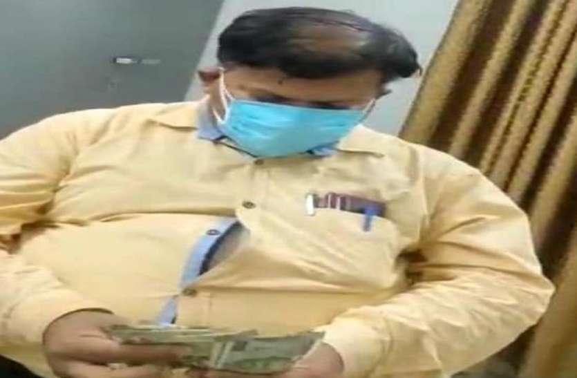 Quick Read: कोविड अस्पताल के प्रभारी सीएमएस पांच हजार में रेमडेसिविर बेचते पकड़े गए, पद से बर्खास्त