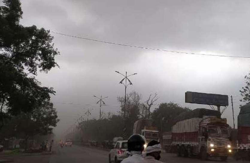 गोरखपुर में मौसम का बदला मिजाज, तेज हवा संग हुई बारिश और ओलावृष्टि