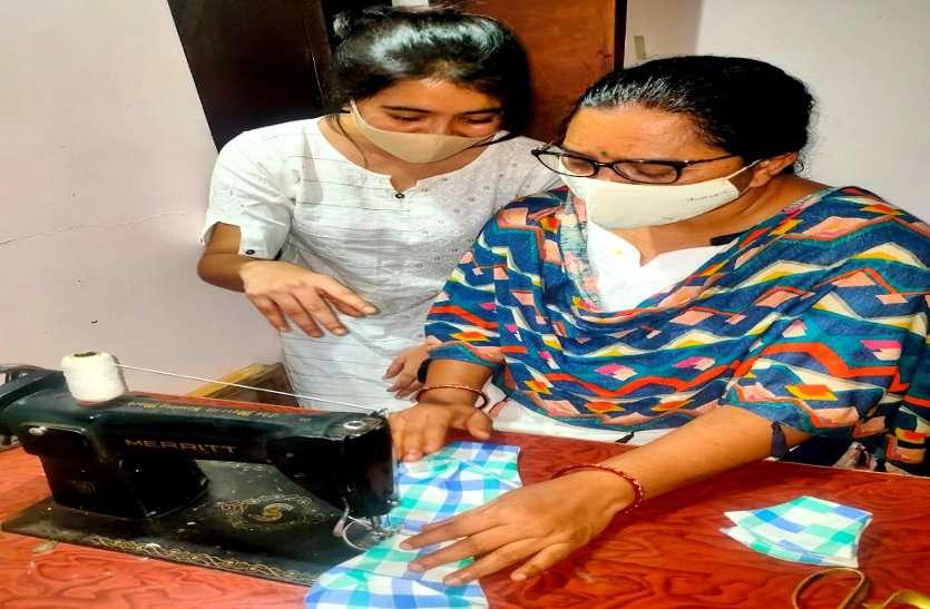 Mother's day: टीचर मां को बेटी दिया सोच, अब लोगों को कोरोना से बचाने हाथ से सिलकर बांटती है मास्क