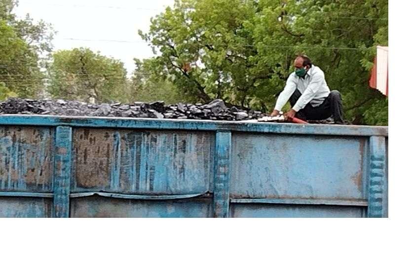 कोयले से भरी मालगाड़ी के एन बॉक्स ने पकड़ी आग
