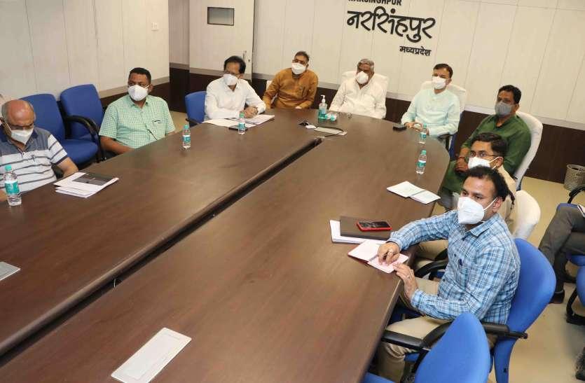 मुख्यमंत्री ने की नरसिंहपुर में कोरोना से जंग की तैयारियों की समीक्षा