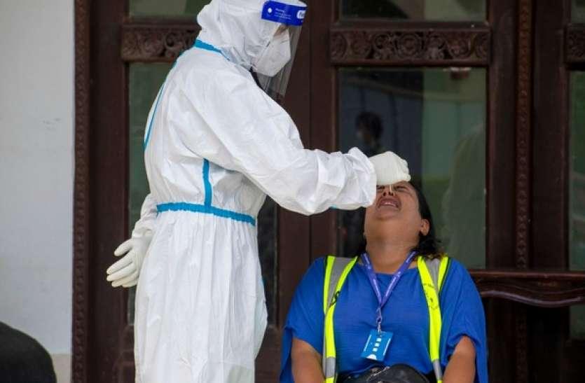 कोरोना संक्रमण से नेपाल का बुरा हाल, भारत की तरह स्वास्थ्य सेवाओं की कमी से जूझ रहा