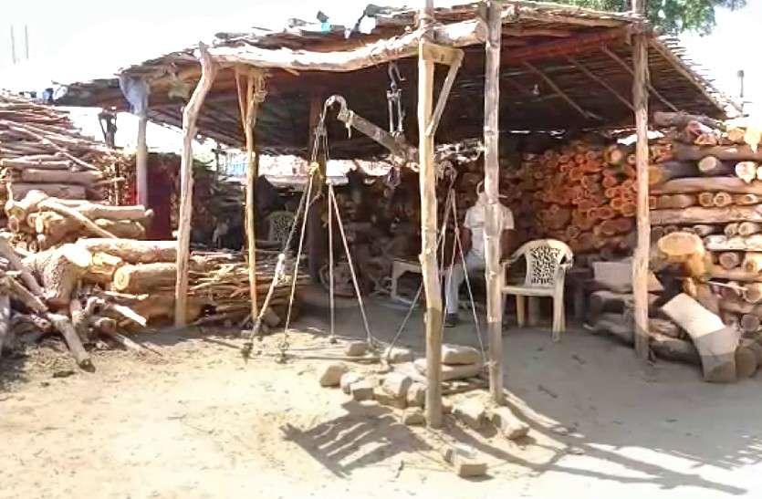 श्मशान घाट पर हो सकती है लकड़ी की किल्लत, लकड़ी दुकानों को नहीं जारी हुआ कर्फ्यू पास