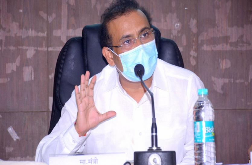 महाराष्ट्र में कोरोना वैक्सीन की किल्लत, स्वास्थ्य मंत्री राजेश टोपे बोले- 18-44 साल के लोगों का वैक्सीनेशन मुश्किल