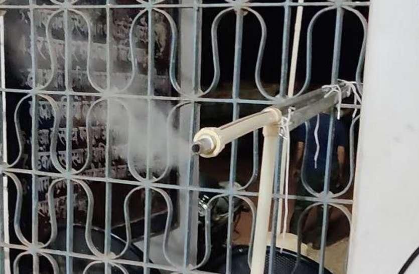 पुलिसकर्मियों को कोरोना से बचाने थाने में की गई भाप की व्यवस्था