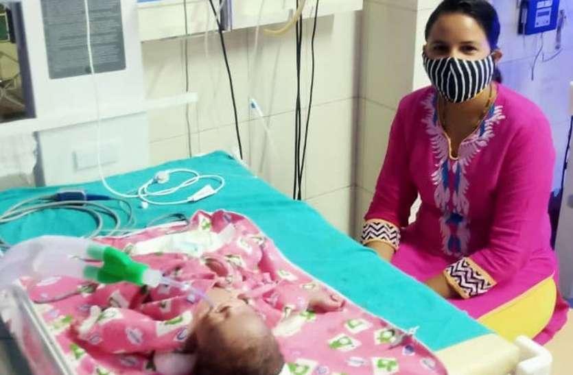 कोरोना ने छीन ली मां, मौत से लड़ रहा 7 दिन का मासूम