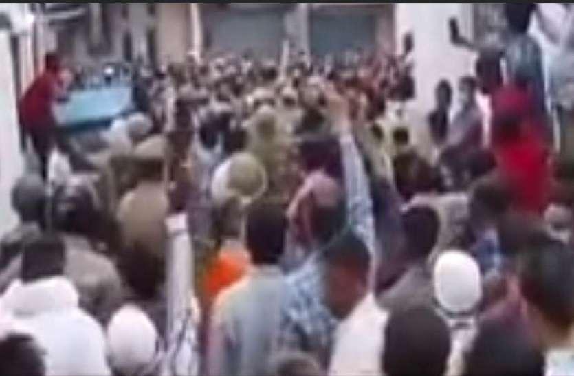 गोरखपुर में दारोगा ने मस्जिद के इमाम को पीटा, लोग हुए उग्र तो निलंबित किया गया