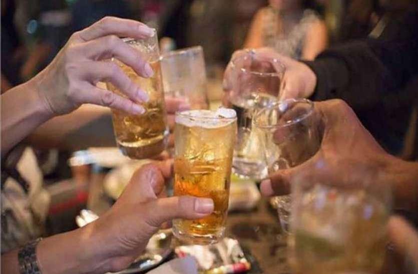 यूपी के आजमगढ़ में दशकों से हो रहा जहरीली शराब का कारोबार, अब तक 100 से अधिक की हो चुकी है मौत