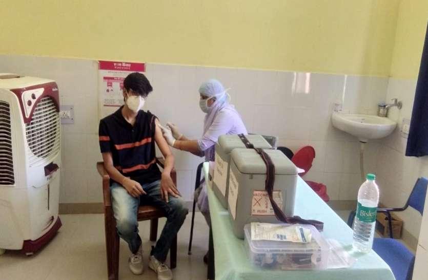 Vaccination...जिंदगी बचाने का टीका लगाने के लिए युवाओं में दिखा उत्साह