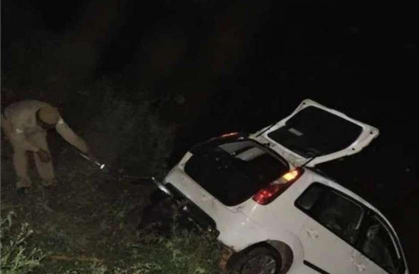 पुल से टकराकर नहर में गिरी कार बाप बेटे समेत चार की मौत