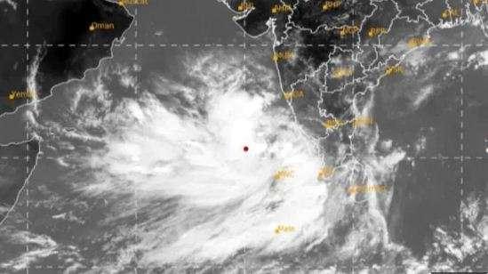 Cyclone Tauktae ने पकड़ी रफ्तार, जानिए सबसे पहले किन राज्यों में देगा दस्तक