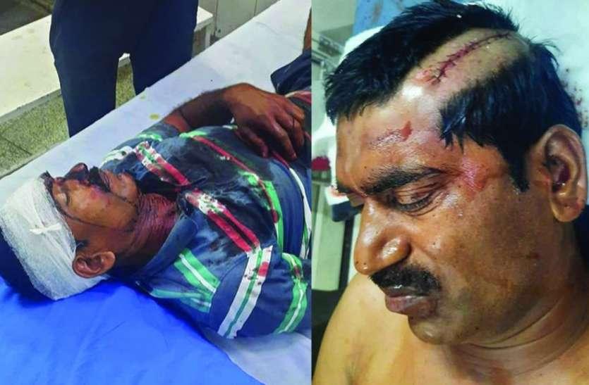 पिता-पुत्र पर आधा दर्जन लोगों ने किया तलवारों से जानलेवा हमला