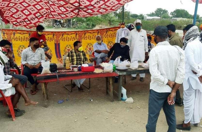 किसानों के विरोध प्रदर्शन के बाद गेहूं की ट्रॉलियों को किया पास