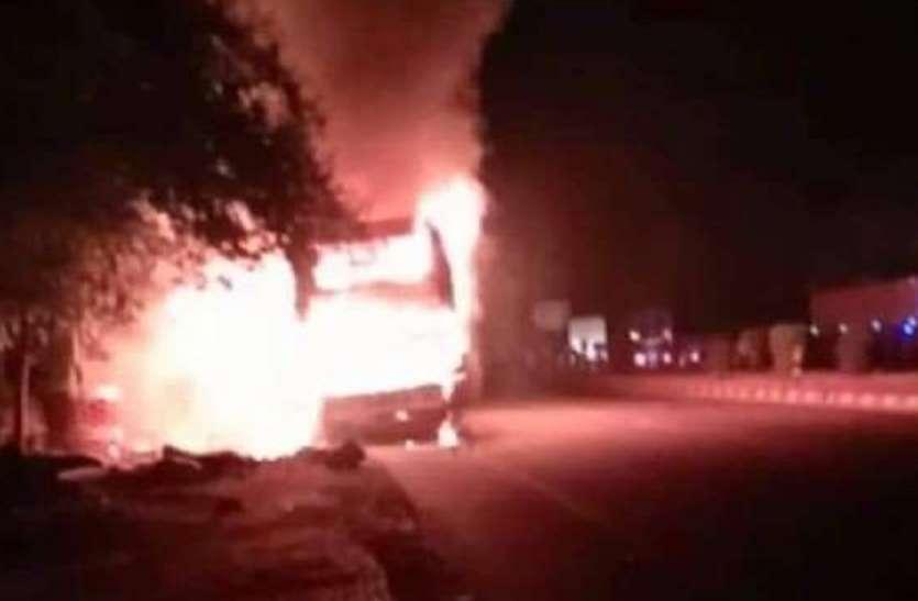 अयोध्या में डबल डेकर बस में लगी आग, ड्राइवर की सूझबूझ से यात्रियों की बची जान