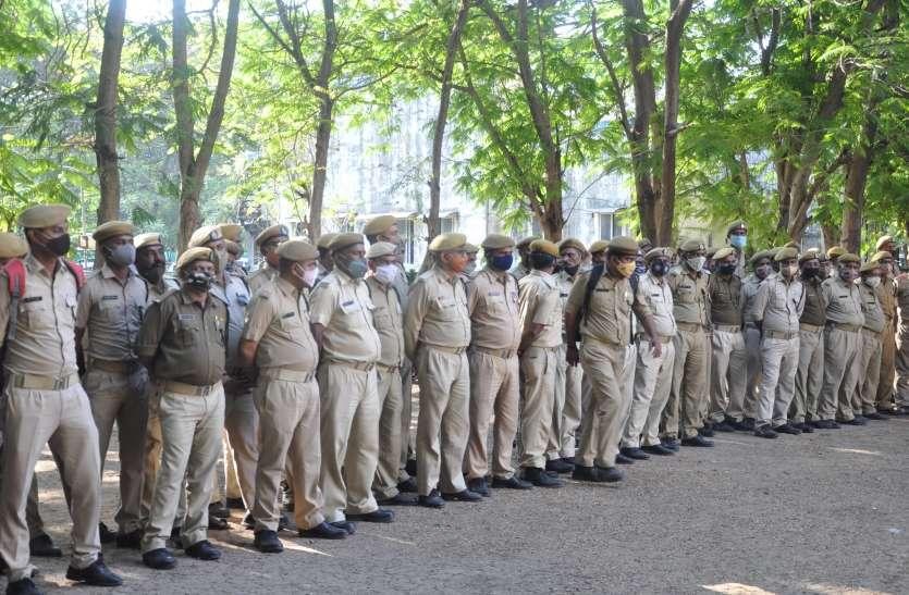 रात्रि कफ्र्यू का उलंघन रोकने गई पुलिस का विरोध, सौ से अधिक लोगों ने धार्मिक नारे लगा कर किया हमला