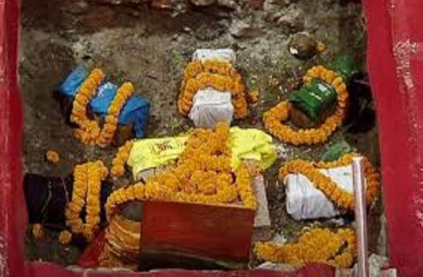 Ram Mandir : राम मंदिर गर्भगृह स्थल पर हुआ नवग्रह पूजन, नींव में डाली गई पूजित 9 शिलाएं