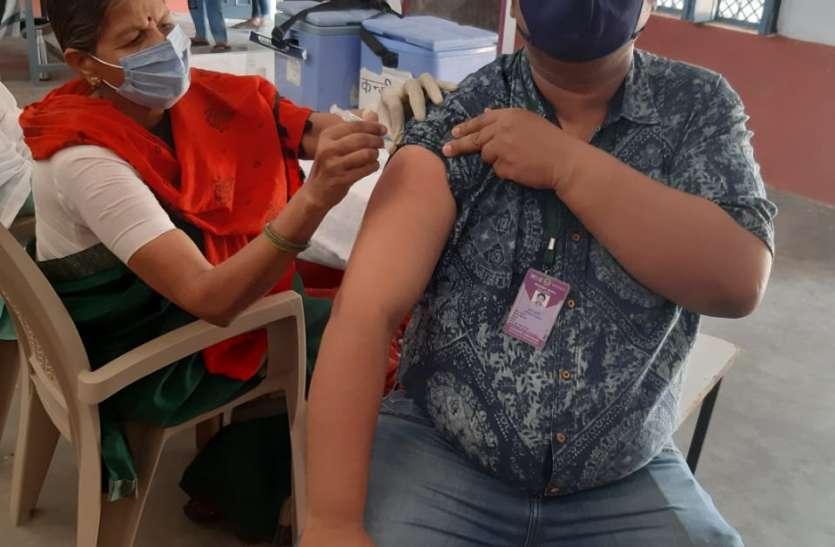 वैक्सीनेशन की रफ्तार धीमी, पांच महीने में 23 हजार को मिली वैक्सीन की दूसरी डोज