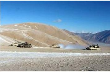लद्दाख सीमा के पास चीनी सेना कर रही युद्धाभ्यास, भारतीय सेना की कड़ी नजर