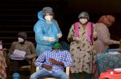 VIDEO: कोरोना संक्रमण से जूझ रहा दिल्ली का यह गांव, इतने लोग संक्रमित