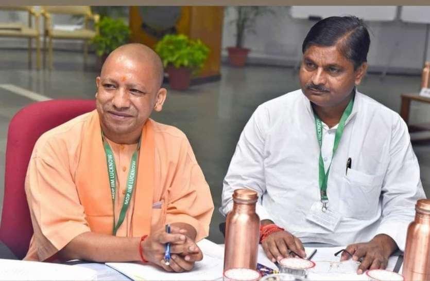 UP में 5वें भाजपा विधायक की कोरोना से मौत पर पीएम मोदी ने जताया दुख, संघ कार्यकर्ता से मंत्री पद तक पहुंचे थे कश्यप